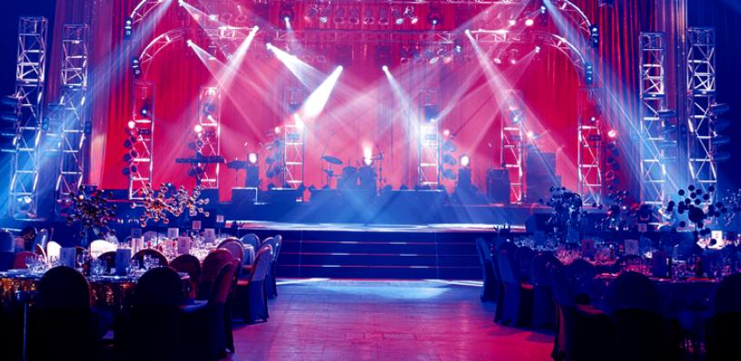 Thi công sân khấu sự kiện phù hợp và sáng tạo tại tphcm